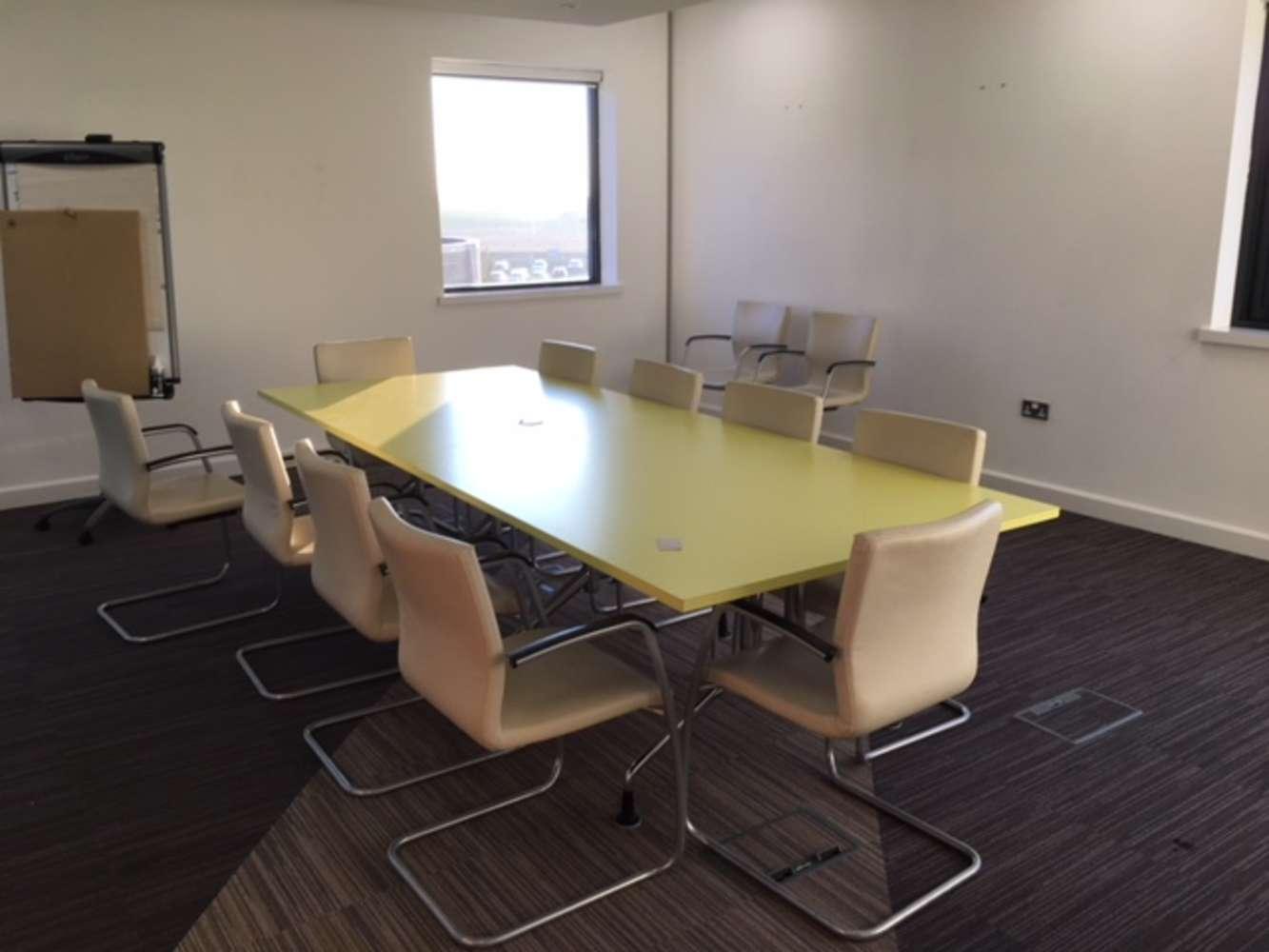Office Leeds, LS19 7ZA - 7 Airport West - 3861