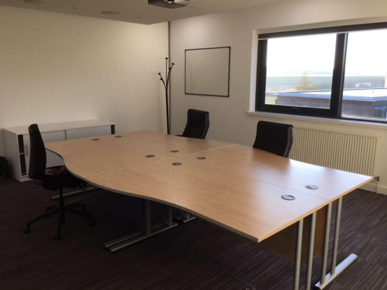 Office Leeds, LS19 7ZA - 7 Airport West - 3864