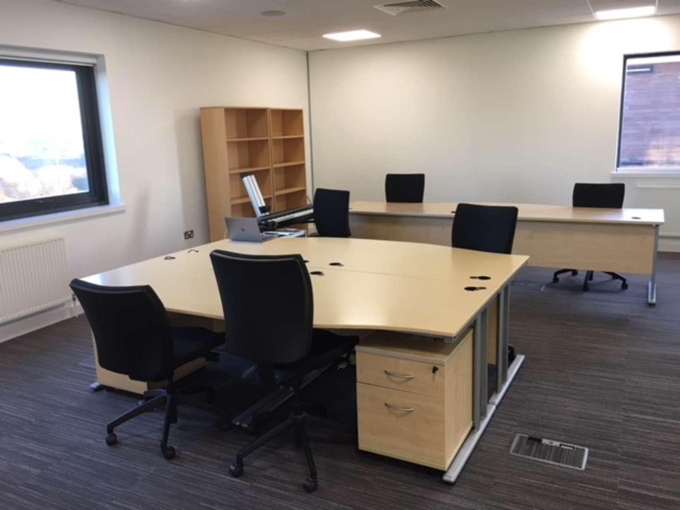 Office Leeds, LS19 7ZA - 7 Airport West - 3866