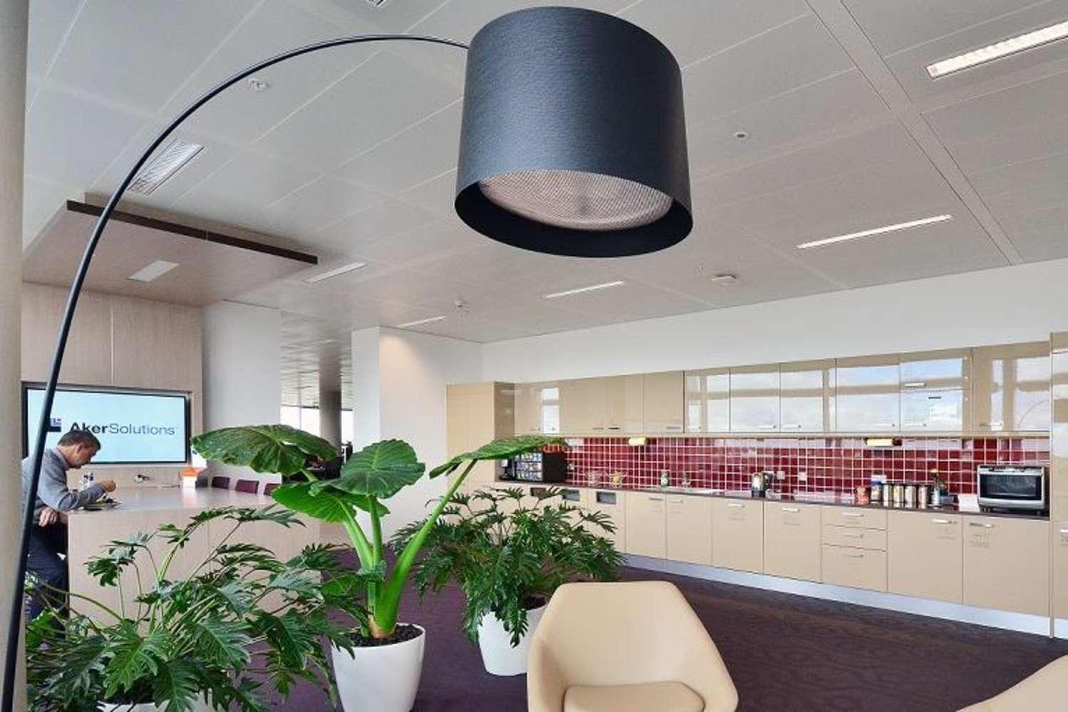 Office London, W4 5HR - Building 6 Chiswick Park - 6