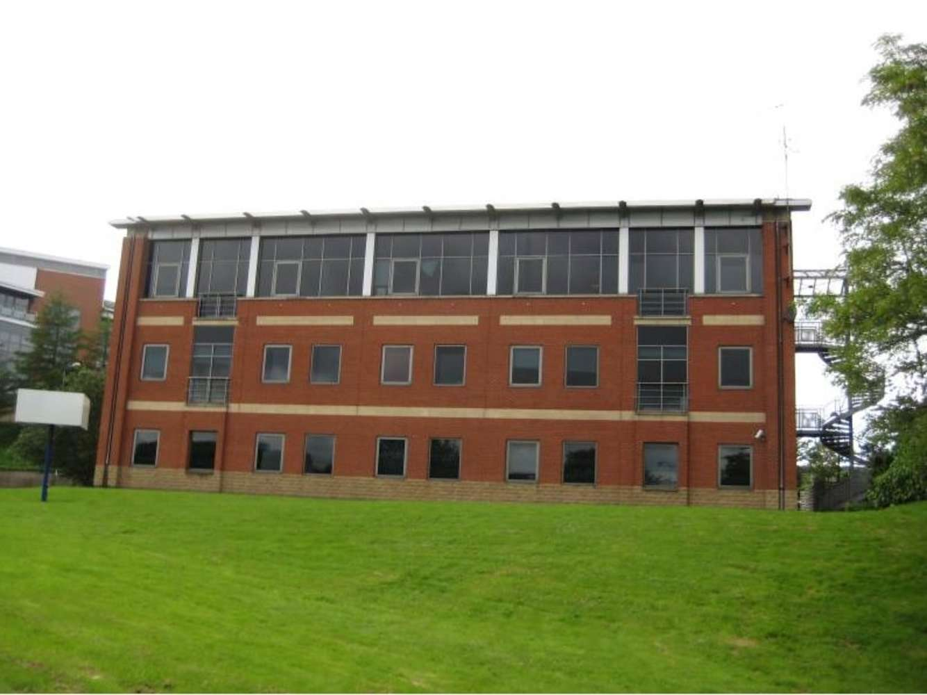 Offices Leeds, WF3 1EL - 1 Sterling Court - 14296