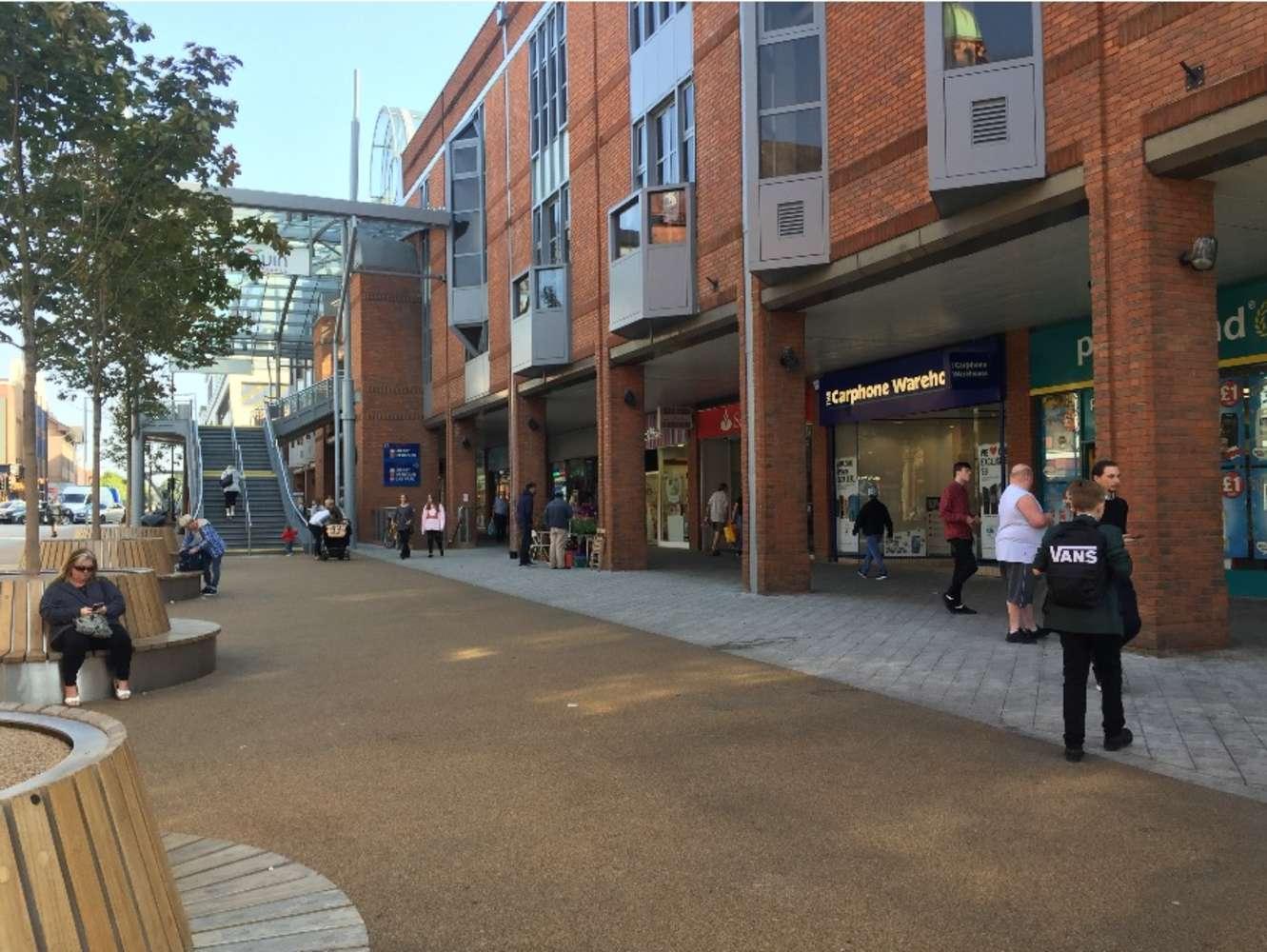 Retail high street Redhill, RH1 1NN - 10 Warwick Quadrant - 10