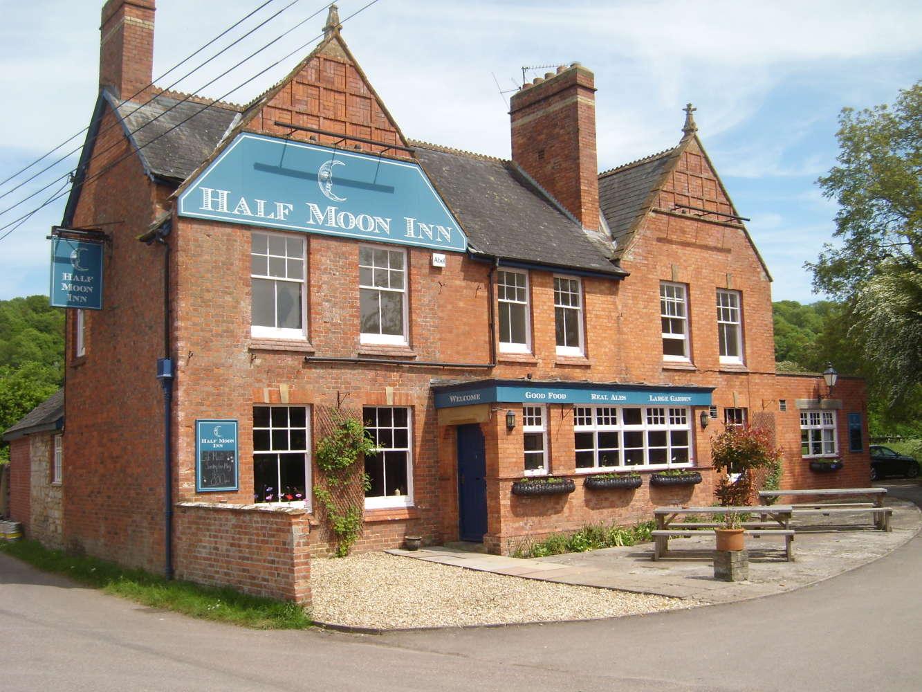 Pub Taunton, TA3 5BY - The Half Moon Inn  - 274063