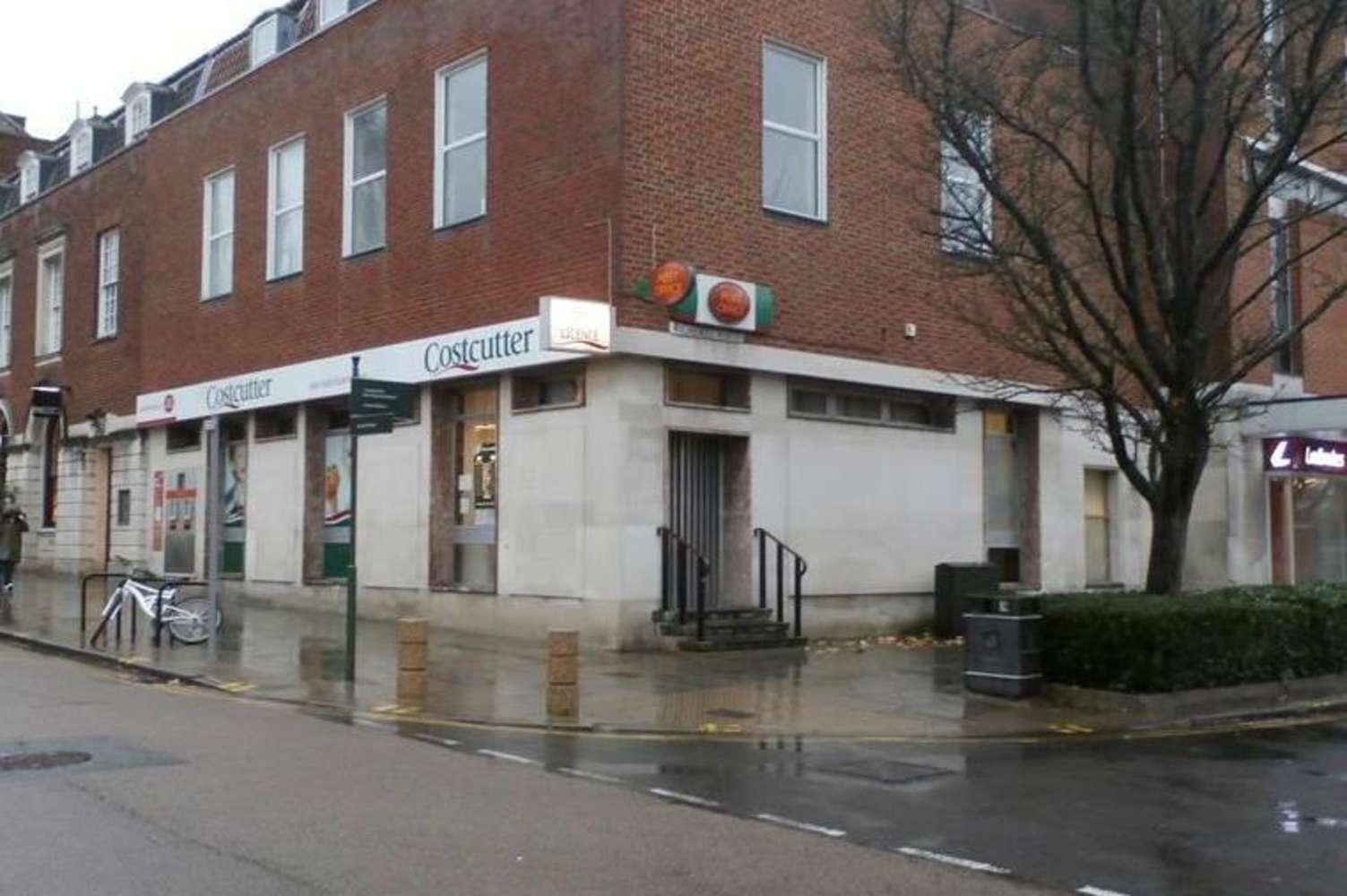 Retail high street Welwyn garden city, AL8 6AA - 17-19 Howardsgate - 24978