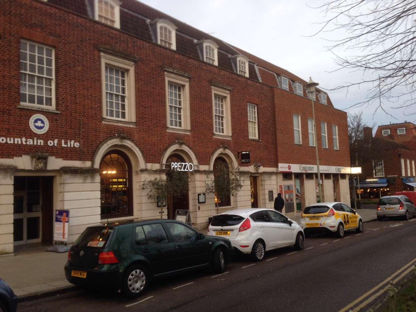 Retail high street Welwyn garden city, AL8 6AA - 17-19 Howardsgate - 0201