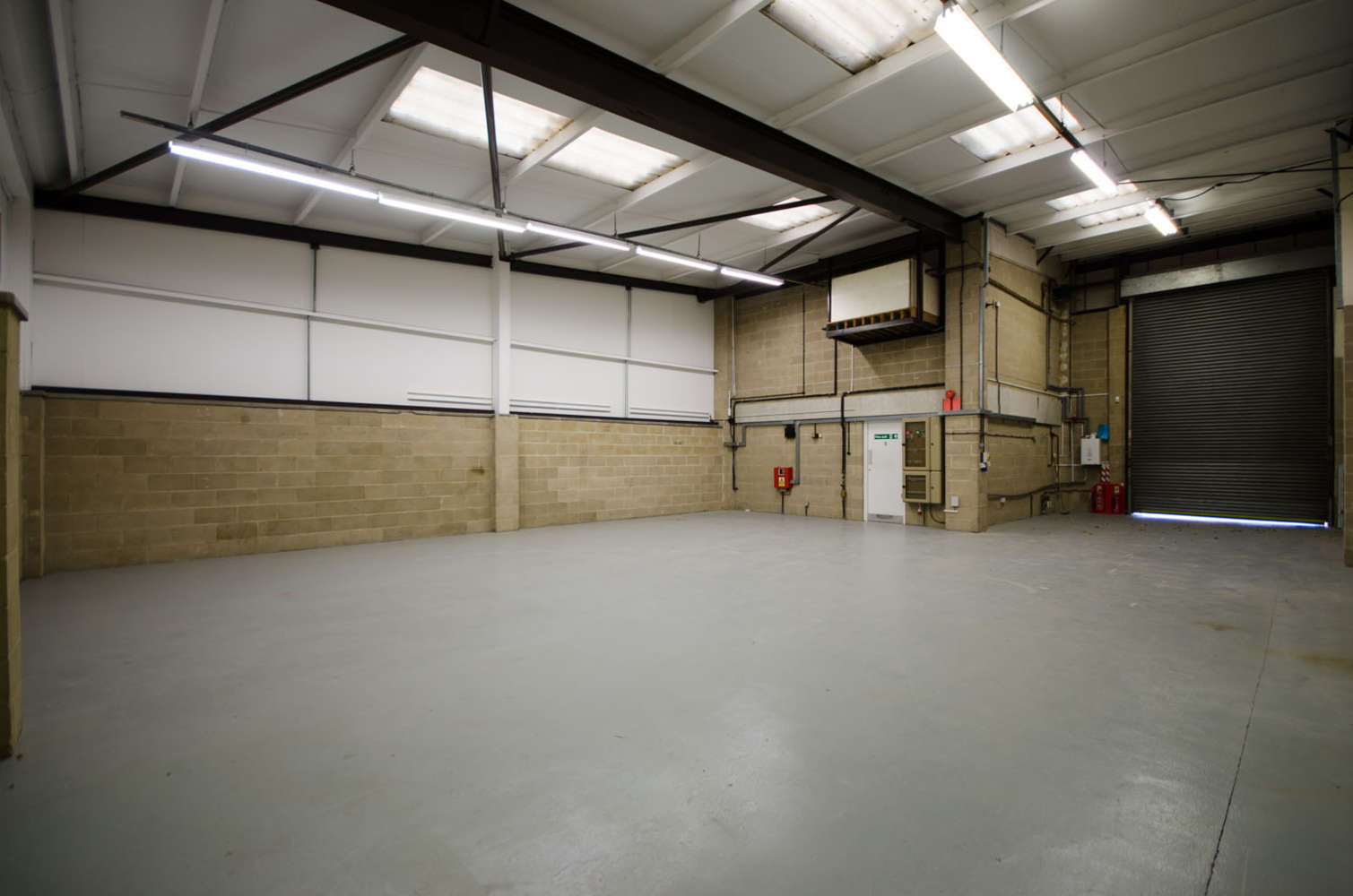 Industrial and logistics Slough, SL3 0DP - 7 Poyle Technology Centre, Willow Road Poyle, Colnbrook - 8532