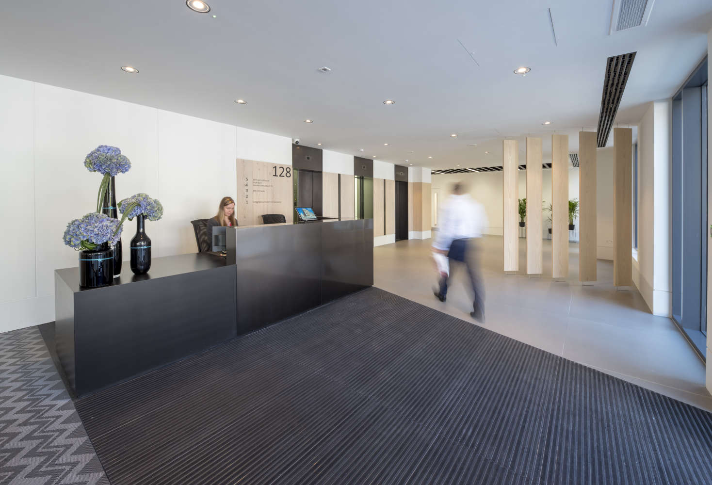 Offices London, EC4V 4BJ - 128 QVS - 0070