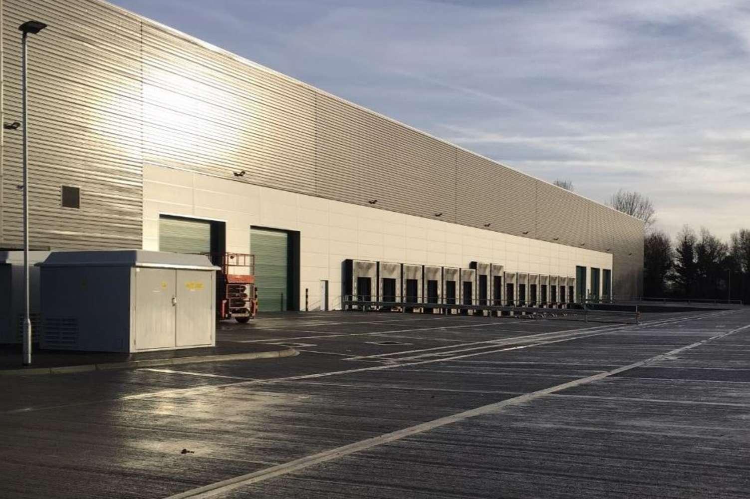 Industrial and logistics Poyle, SL3 0HB - Valor Park Heathrow - 2