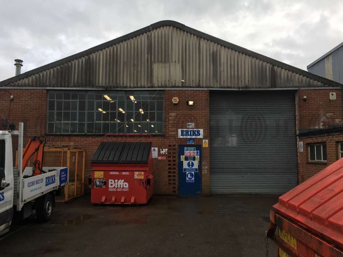 Industrial and logistics Southampton, SO40 3AA - 144 Commercial Road - 1044