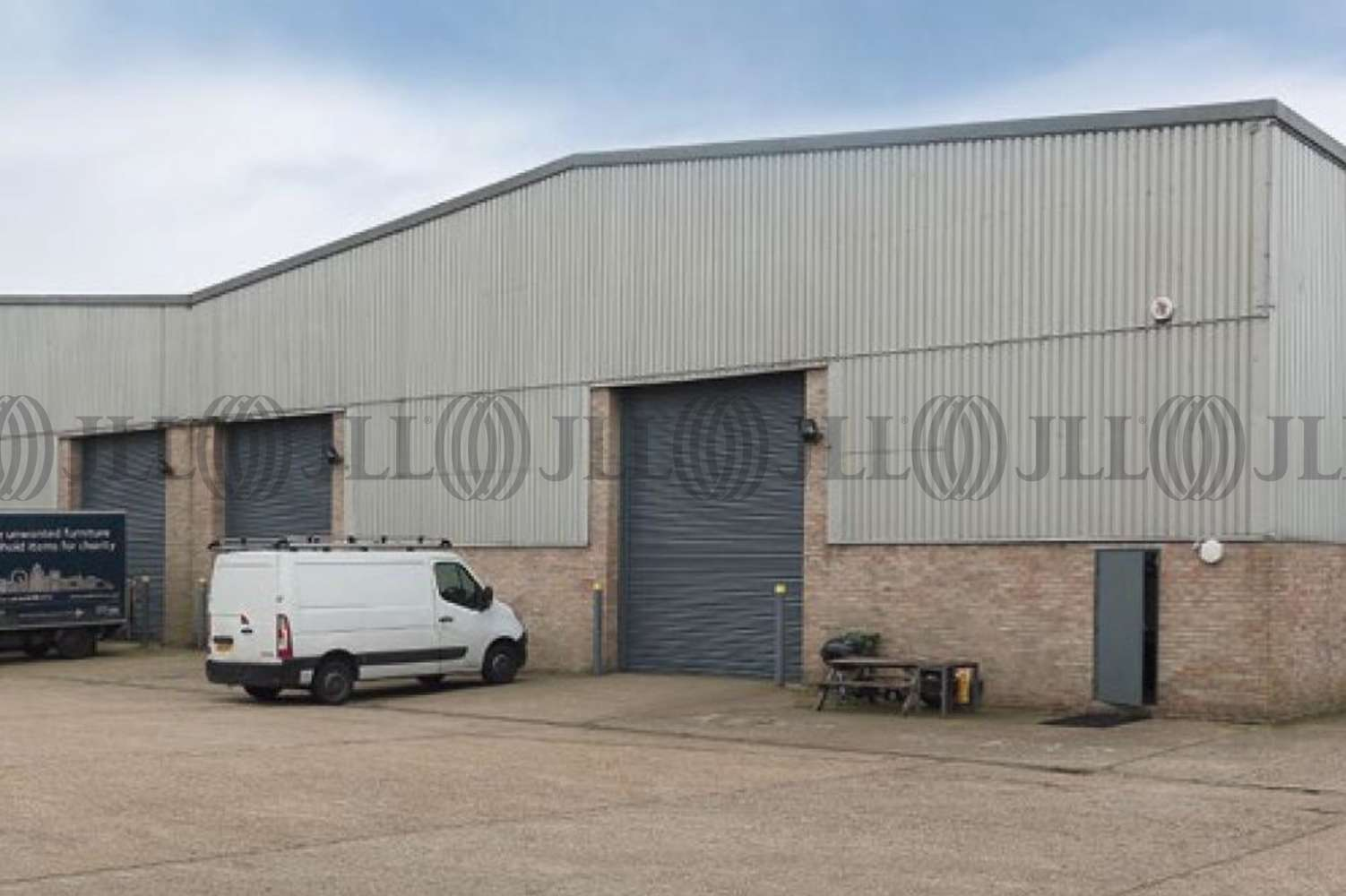 Industrial and logistics London, UB6 8PW - 22 Fairway Drive - 22