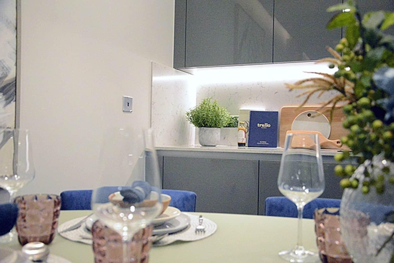 Apartment London, SW8 - Montrose Building, Lexington Gardens, London SW8 - 00