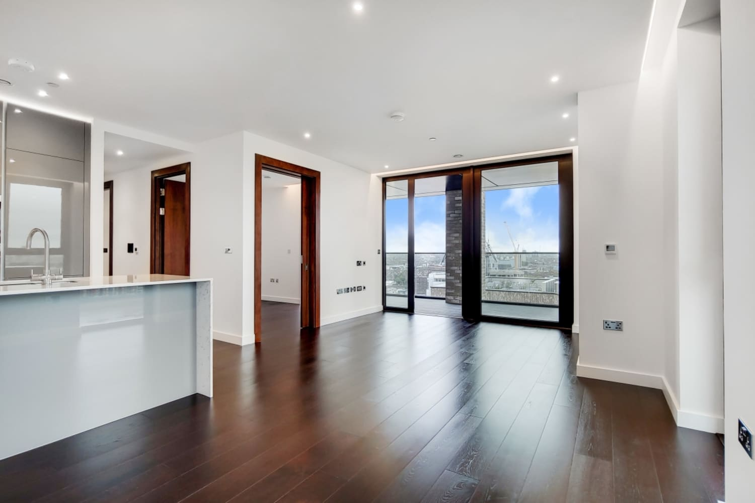 Flat London, SW11 - Madeira Tower, The Residence, London SW11 - 02