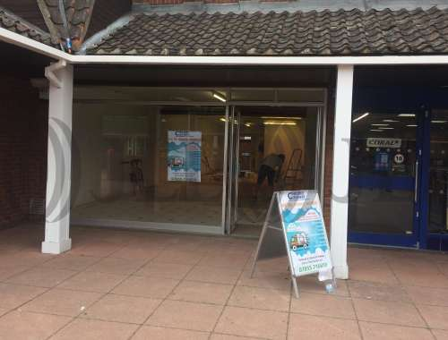 Retail out of town Chelmsford, CM2 6RF - Unit 4 Village Square - 4