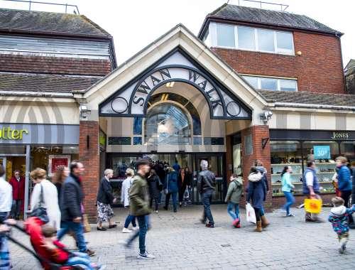 Retail high street Horsham, RH12 1HQ - 45, Swan Walk - 056