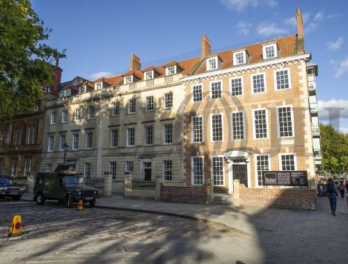 Office Bristol, BS1 4ND - 22-24 Queen Square - 90972