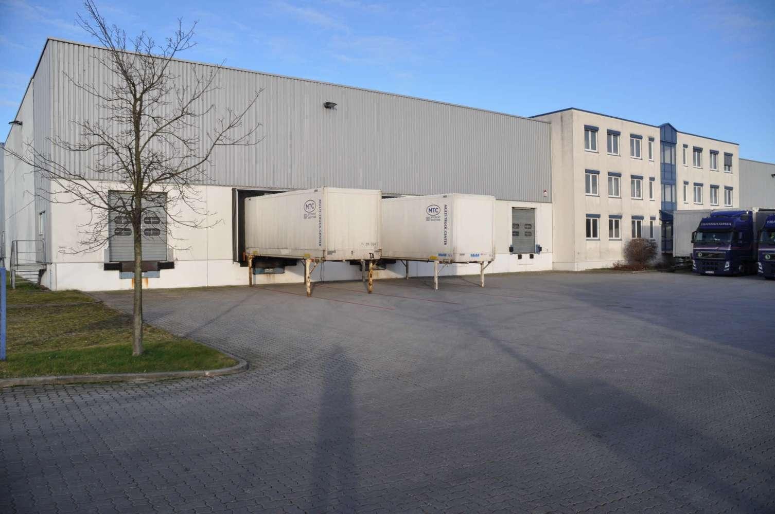 Hallen Schkeuditz, 04435 - Halle - Schkeuditz, Glesien - B0937 - 9634371