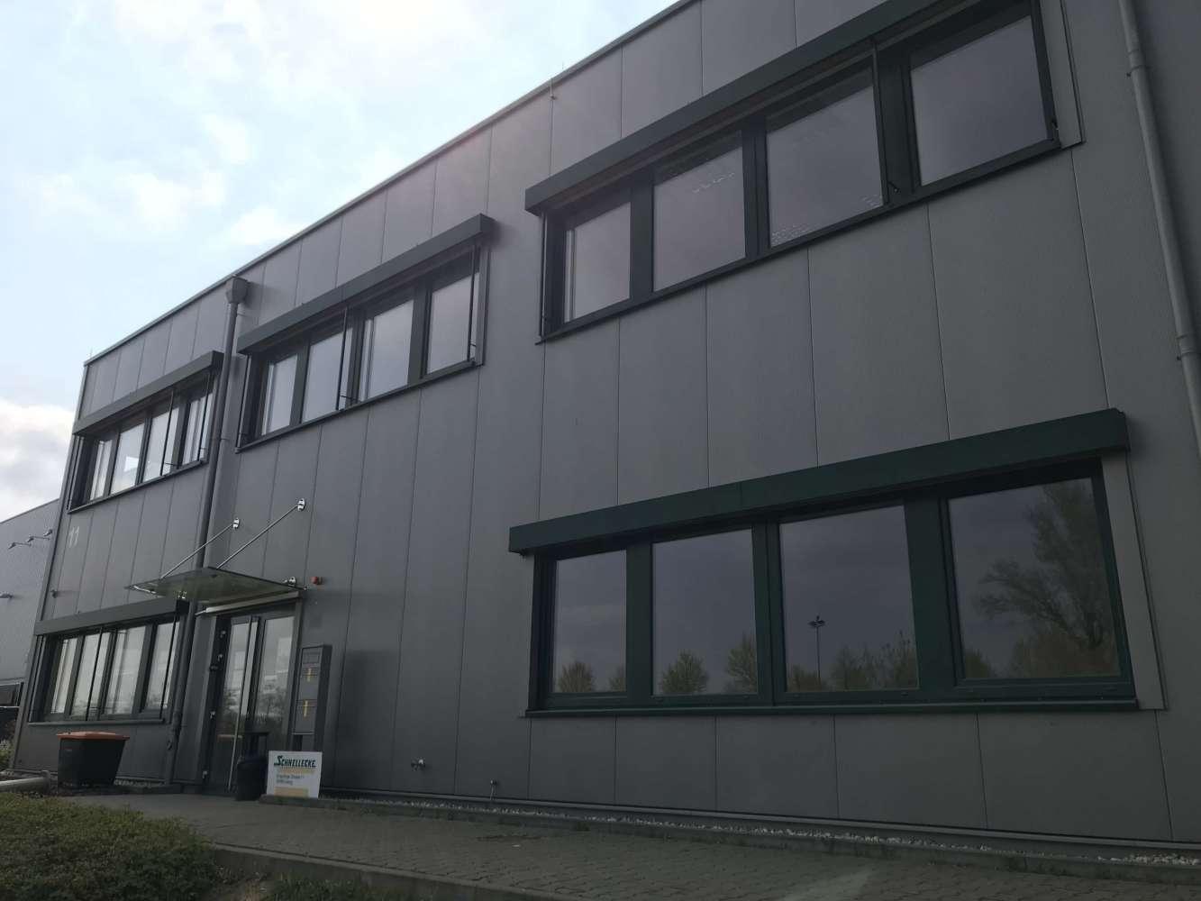 Hallen Leipzig, 04349 - Halle - Leipzig, Thekla - B0294 - 10083840