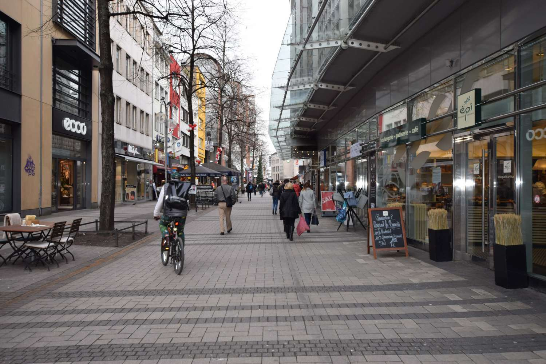 vollständig in den Spezifikationen Großhandelsverkauf Abstand wählen Ladenfläche - Köln, Altstadt-Nord - E0752 , zur Miete | JLL