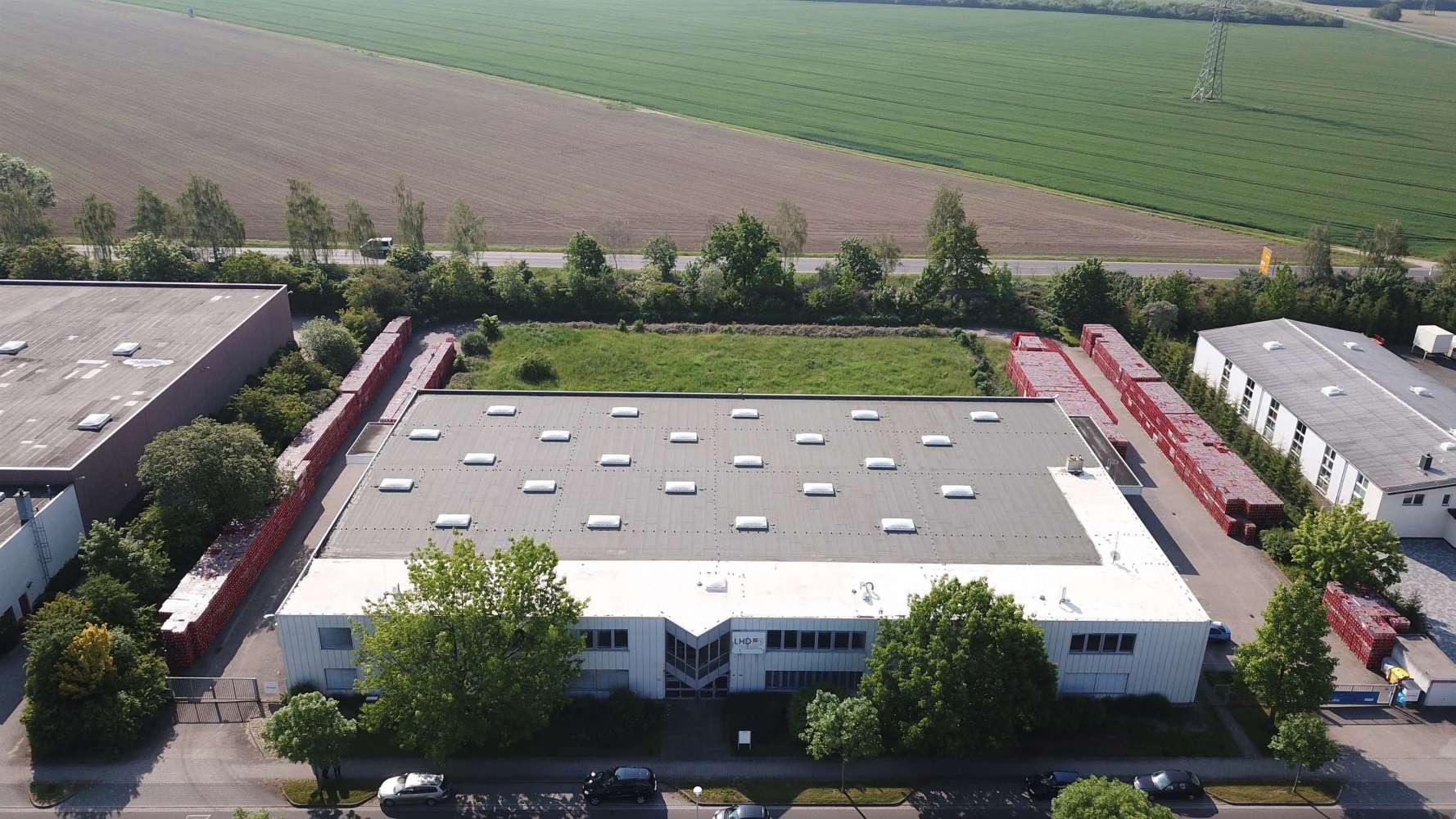 Hallen Zwenkau, 04442 - Halle - Zwenkau - B1721 - 10324817