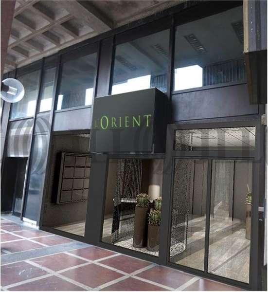 bureaux louer l 39 orient 69003 lyon 44056 jll. Black Bedroom Furniture Sets. Home Design Ideas