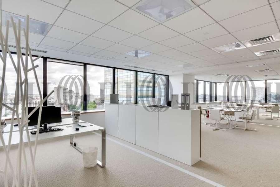 bureaux louer tour europlaza 92400 courbevoie 8844 jll. Black Bedroom Furniture Sets. Home Design Ideas