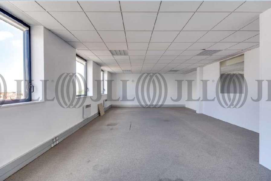 bureaux louer 51 55 rue hoche 94200 ivry sur seine 21868 jll. Black Bedroom Furniture Sets. Home Design Ideas