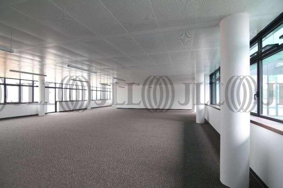 bureaux louer be 69003 lyon 43401 jll. Black Bedroom Furniture Sets. Home Design Ideas