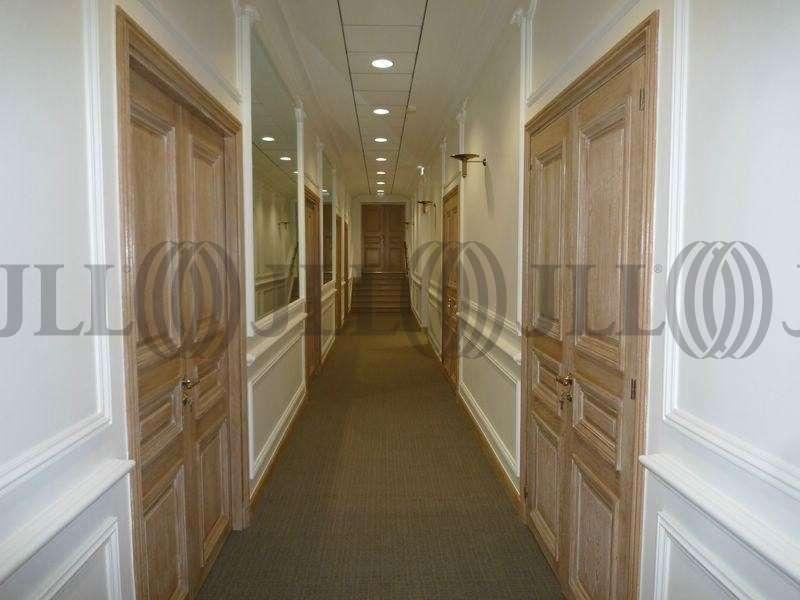 bureaux louer 144 150 avenue des champs elysees 75008 paris 25803 jll. Black Bedroom Furniture Sets. Home Design Ideas