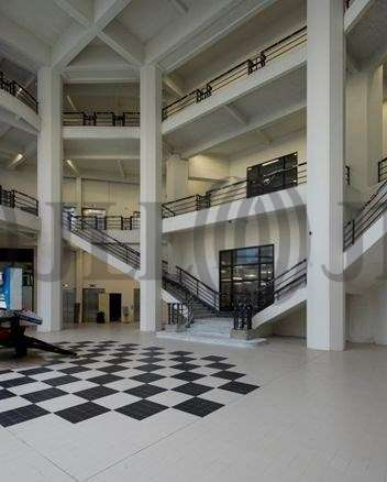 bureaux louer new deal 69007 lyon 44078 jll. Black Bedroom Furniture Sets. Home Design Ideas