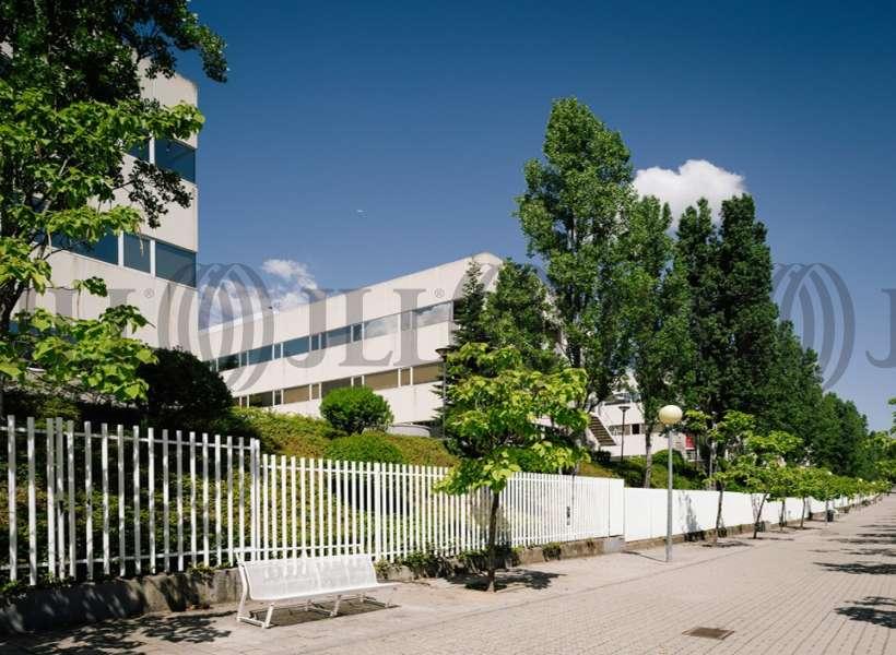 Bloque 2 oficinas en alquiler jll for Oficina kutxabank tres cantos
