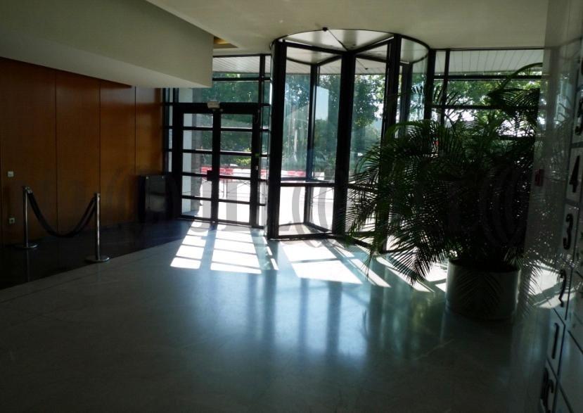 bureaux louer le perigare a 94120 fontenay sous bois 21673 jll. Black Bedroom Furniture Sets. Home Design Ideas