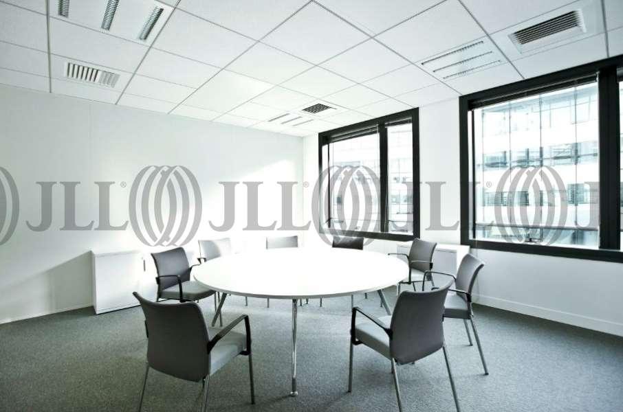 bureaux 224 louer bords de seine 1 92130 issy les moulineaux 23204 jll