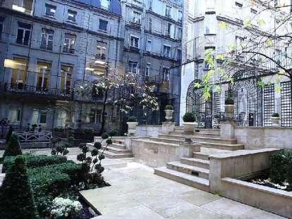 Location de bureaux, Courcelles, métro ligne 2 | JLL