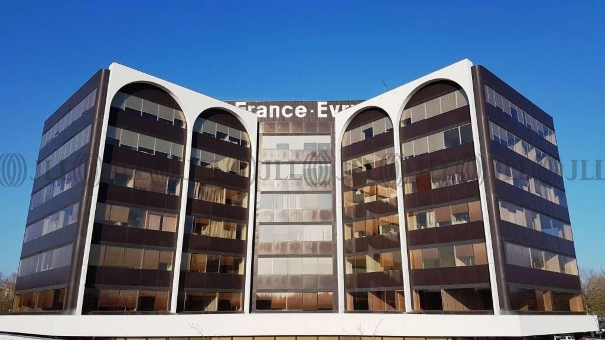 Bureaux louer vendre tour lorraine 91000 evry 50696 jll for 6 bureaux regionaux de l oms