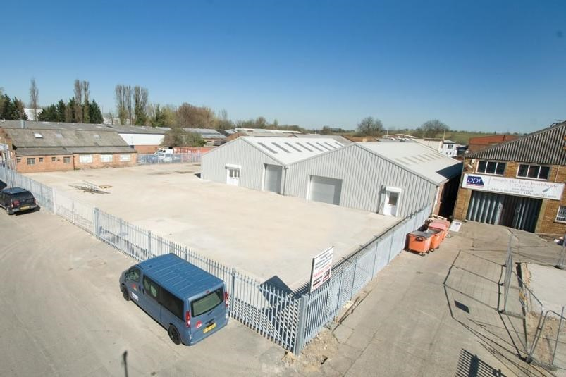 Industrial and Logistics Rent Poyle foto 4288 1