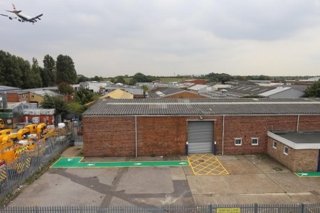Industrial and Logistics Rent Poyle foto 954 1