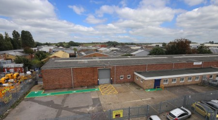 Industrial and Logistics Rent Poyle foto 954 3