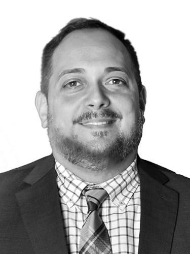 Luis A. Negrón - Corredor de bienes raíces comerciales