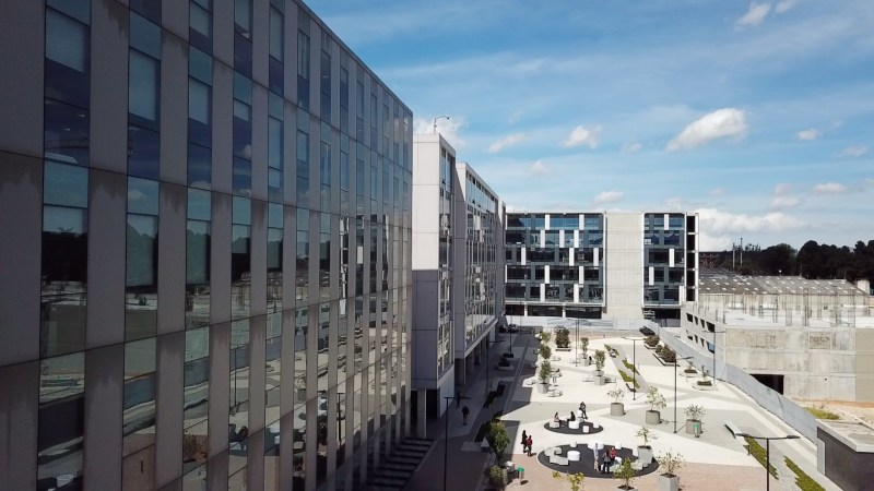 Centro Empresarial Buró 25 - Oficinas en arriendo - Office - SaleLease