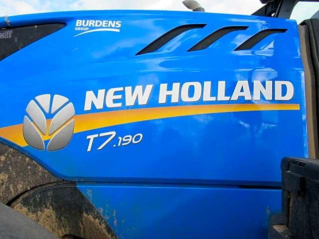 NEW HOLAND t7 190