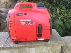 Honda EU10i whisper quiet generator - hardly used
