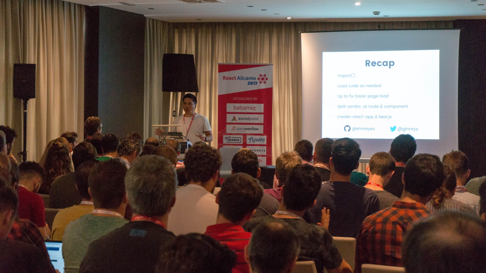 Glenn Reyes speaking at React Alicante