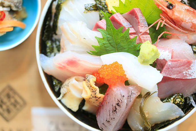 The Kyo-kaisendon, a colorful assortment of seafood served atop rice.