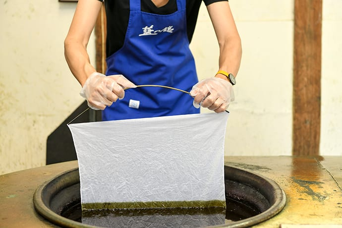 The first stage of the danzome dyeing technique