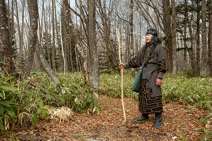 Ainu guide Kengo Takiguchi at the entrance to the forest.