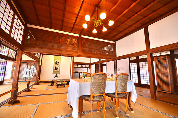 The house's reception room, Ekken no ma, is an authentic historical recreation