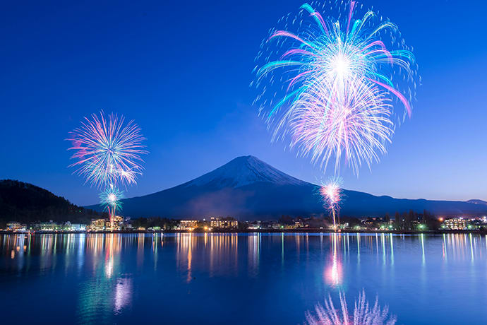 Lake Kawaguchi Winter Fireworks is held from mid-January to late February every year