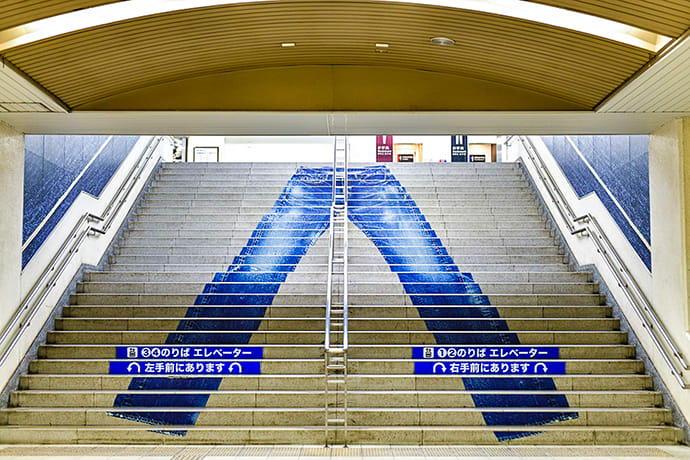 A large jeans design on stairs in Kojima Station