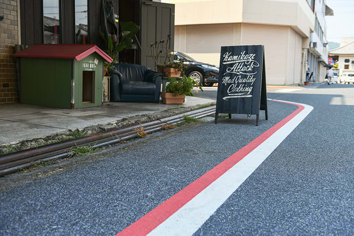 The red and white selvage lines along Jeans Street in Kojima