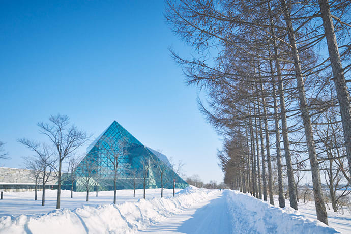 "The Glass Pyramid ""Hidamari"", composed of complex geometric shapes was also designed by Noguchi."